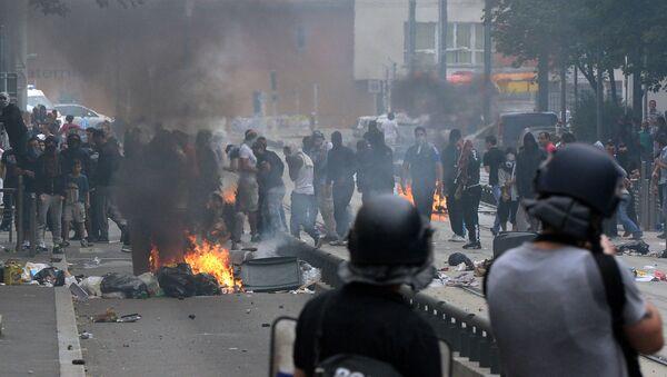 Affrontements entre police française et manifestants propalestiniens  - Sputnik France