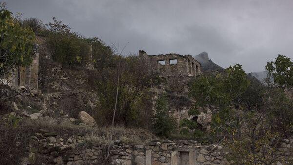 Les maisons détruites pendant le conflit armé de 1991 au Haut-Karabakh (archive photo) - Sputnik France