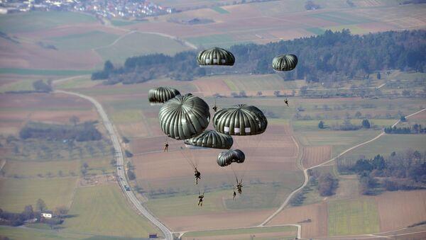 Des parachutistes américains lors d'un exercice en Allemagne (archive photo) - Sputnik France