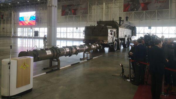 Le missile russe 9M729 et un système de lancement Iskander-M présentés aux attachés militaires étrangers (archive photo) - Sputnik France