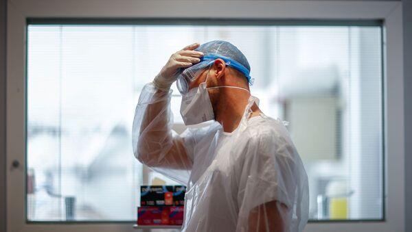 Un soignant dans un hôpital français - Sputnik France