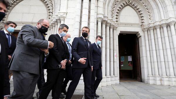 Emmanuel Macron et le maire de Nice Christian Estrosi après l'attaque dans la basilique Notre-Dame de Nice, le 29 octobre - Sputnik France