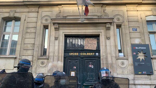 Situation devant le lycée Colbert à Paris, le 3 novembre 2020 - Sputnik France