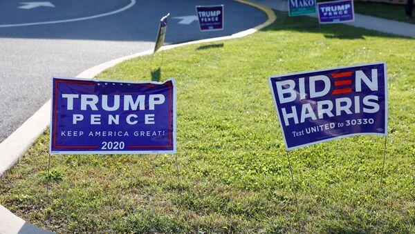 Des panneaux de campagne le jour de l'élection à Cherryville, en Pennsylvanie, le 3 novembre 2020 - Sputnik France