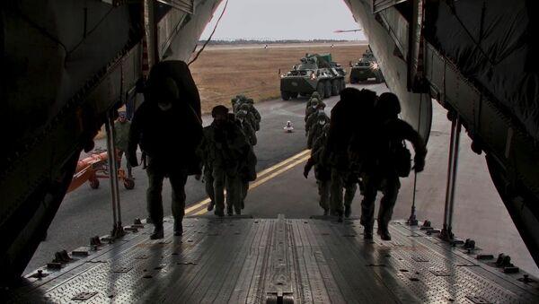 Embarquement de troupes de maintien de la paix - Sputnik France