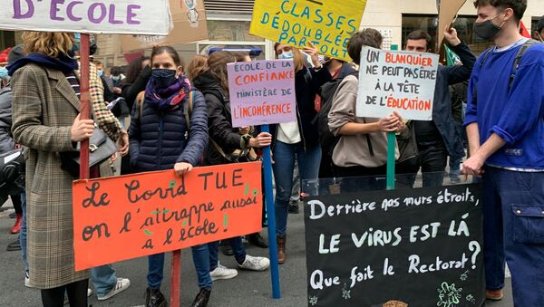 Manifestation des enseignants à Paris pour un renforcement du protocole sanitaire dans les écoles, le 10 novembre 2020 - Sputnik France