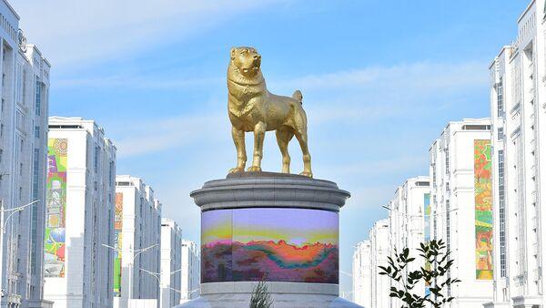 Le monument au chien de race alabai à Achgabat - Sputnik France