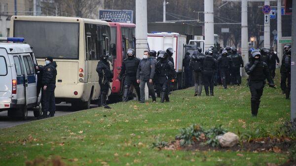 Les forces de l'ordre à Minsk, le 15 novembre - Sputnik France