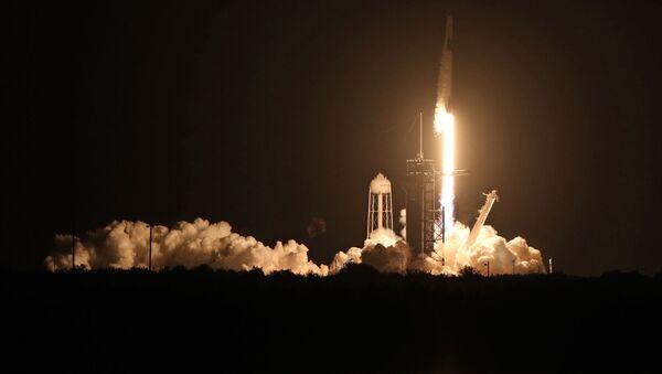Lancement de la fusée Falcon 9 avec le vaisseau Crew Dragon   - Sputnik France