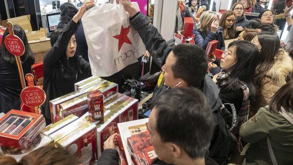 Shopping du Black Friday  - Sputnik France