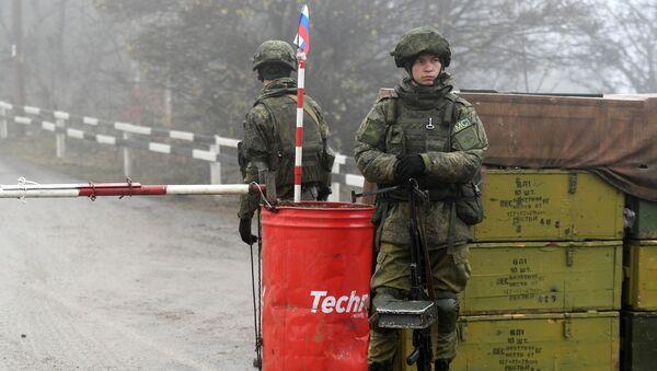Le couloir de Latchine contrôlé par les soldats de la paix russes    - Sputnik France