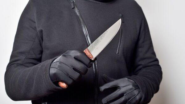 Un homme avec un couteau (image d'illustration) - Sputnik France