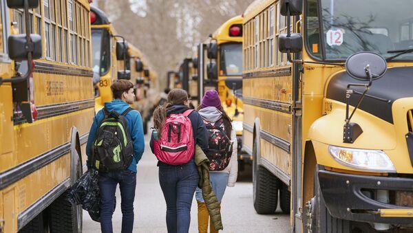 Bus de transport scolaire au Canada - Sputnik France