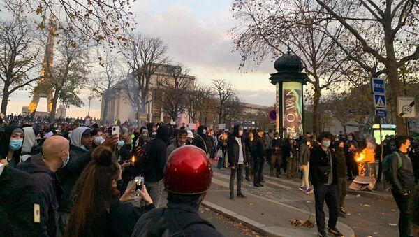 Tensions lors du rassemblement contre la loi sur la Sécurité globale à Paris - Sputnik France