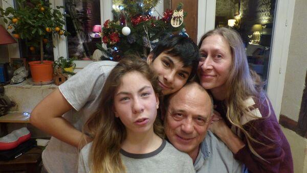 Hélène Texier avec sa famille - Sputnik France