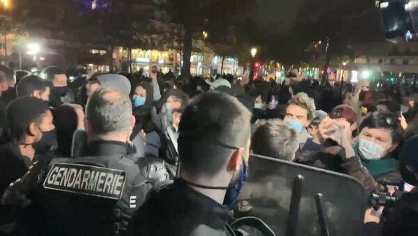 Tensions lors de l'installation d'un camp de migrants sur la place de la République, 23 novembre 2020 - Sputnik France