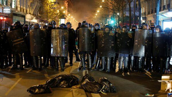 La police en action lors de l'évacuation de la place de la République - Sputnik France