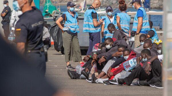 Des migrants sur le port de Gran Canarias, dans les îles Canaries - Sputnik France