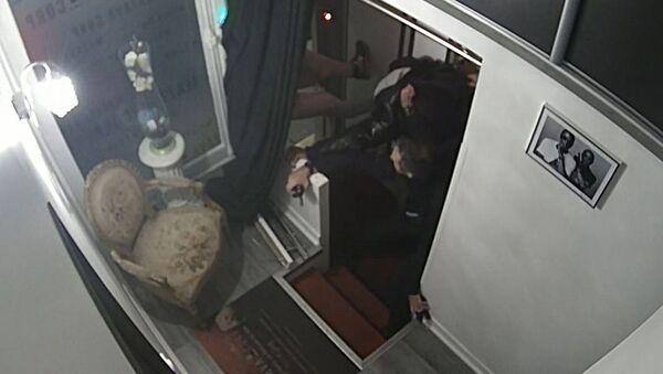 Capture d'écran d'une vidéo montrant des policiers frapper Michel Zecler - Sputnik France
