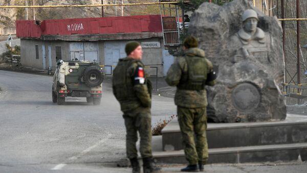 Les soldats de la paix russes contrôlent le corridor de Latchin - Sputnik France