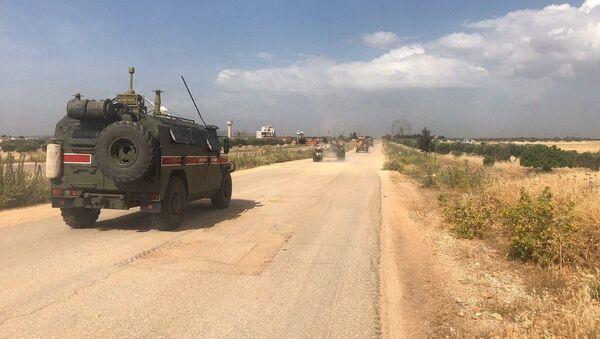 Des véhicules blindés russes dans le gouvernorat d'Idlib - Sputnik France