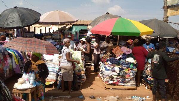 Marché de vêtements au Cameroun - Sputnik France
