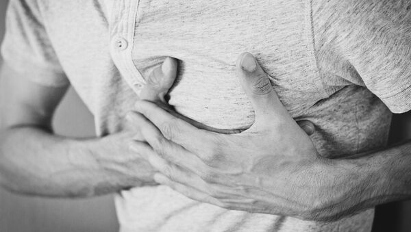 Un homme souffrant de douleur cardiaque - Sputnik France