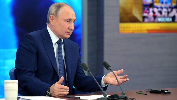 Vladimir Poutine tient sa conférence de presse annuelle, le 17 décembre 2020 - Sputnik France