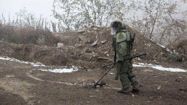 Un démineur russe dans le Haut-Karabakh (archive photo) - Sputnik France