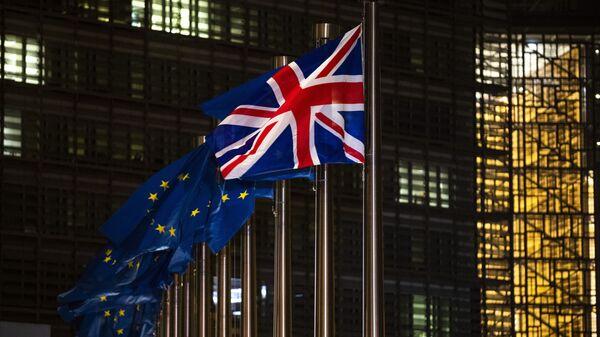 Les drapeaux de l'UE et du Royaume-Uni - Sputnik France