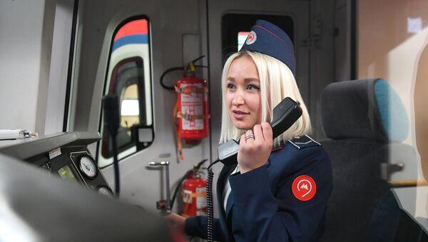 Les femmes désormais autorisées à conduire le métro en Russie - Sputnik France