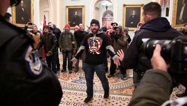 Des manifestants soutenant le Président sortant Donald Trump ont fait irruption dans le Capitole, le 6 janvier 2021 - Sputnik France