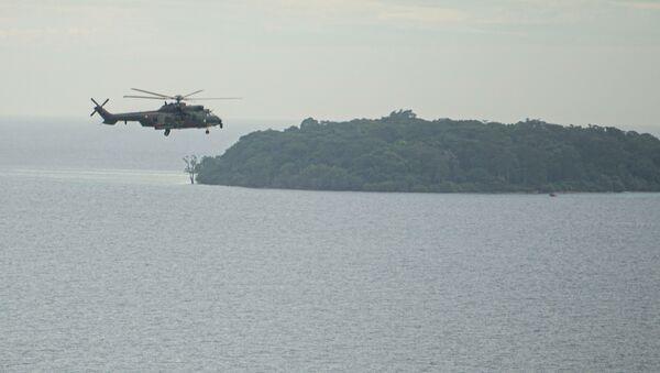 Un hélicoptère impliqué dans les recherches du Boeing 737 de Sriwijaya Air qui s'est écrasé au large de l'Indonésie le 9 janvier  - Sputnik France