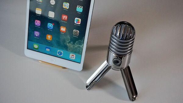 Un microphone et une tablette - Sputnik France