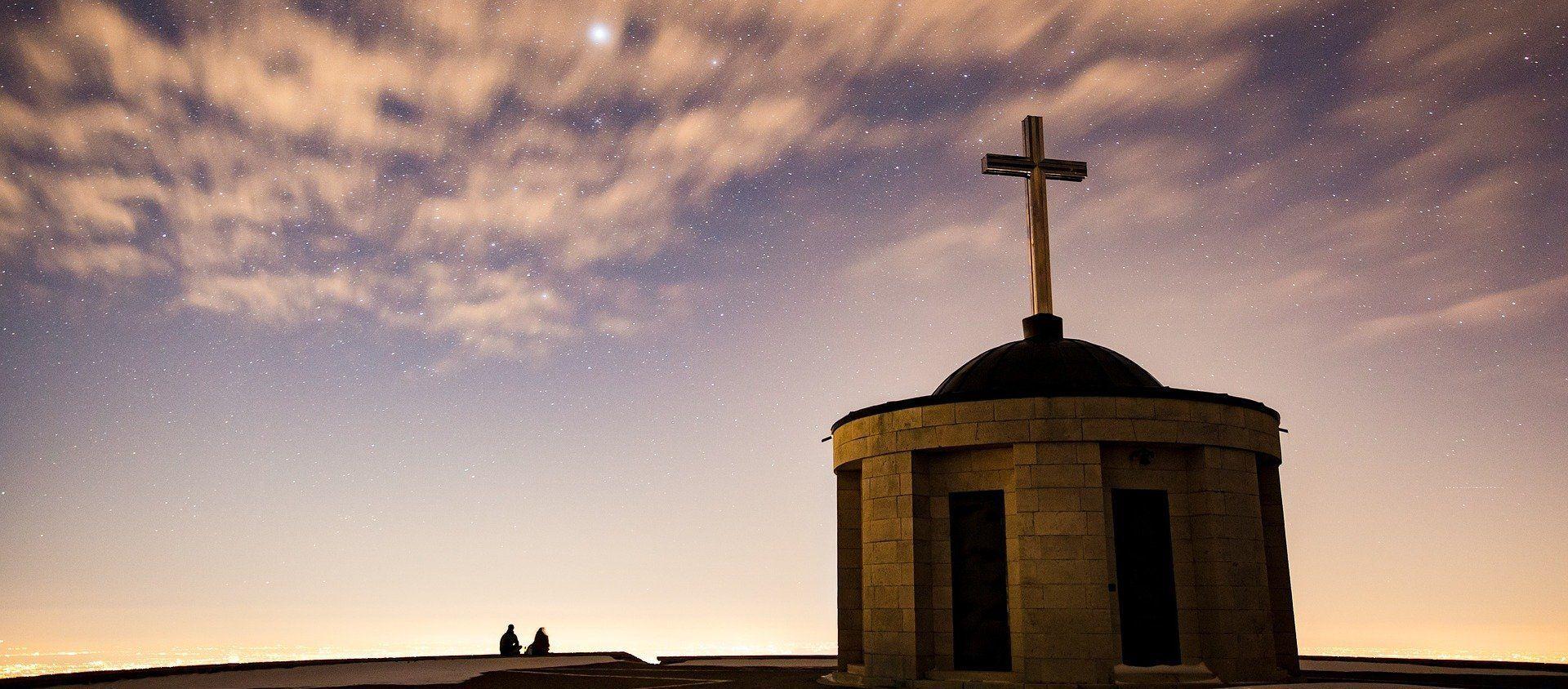 Croix sur fond de ciel étoilé - Sputnik France, 1920, 19.01.2021