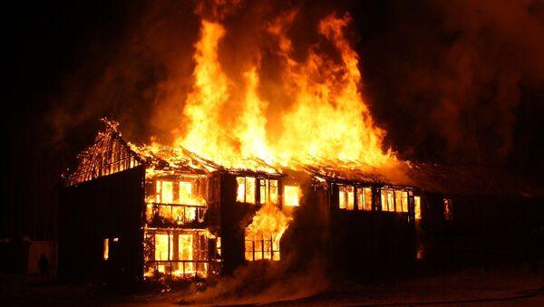 Une maison en feu (image d'illustration) - Sputnik France