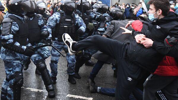 Lors d'une action de soutien à Alexeï Navalny à Moscou - Sputnik France