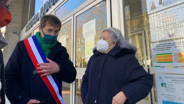 Tran To Nga (à droite), ancienne journaliste et militante franco-vietnamienne, lors du procès contre dix-neuf firmes chimiques ayant produit ou commercialisé l'Agent Orange, Evry, le 25 janvier 2021 - Sputnik France