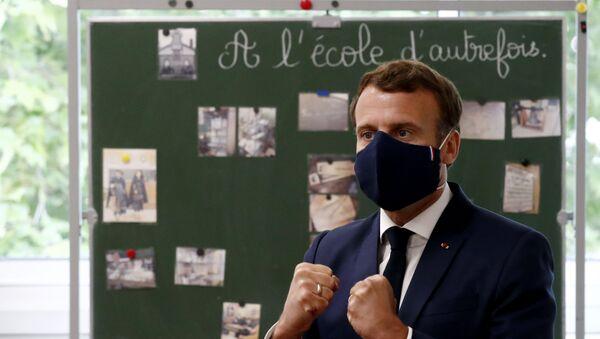 Emmanuel Macron en visite à l'école Pierre Ronsard de Poissy, le 5 mai 2020 - Sputnik France