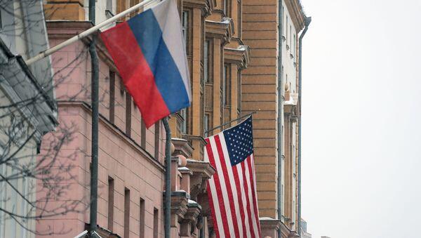 Drapeaux russe et américain (photo d'archives) - Sputnik France