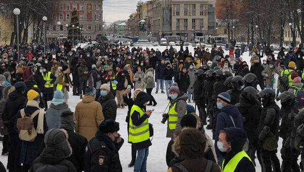 Manifestation non-autorisée en soutien à Navalny à Saint-Pétersbourg, le 31 janvier - Sputnik France