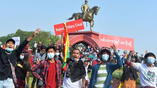 manifestation contre le coup d'État en Birmanie - Sputnik France