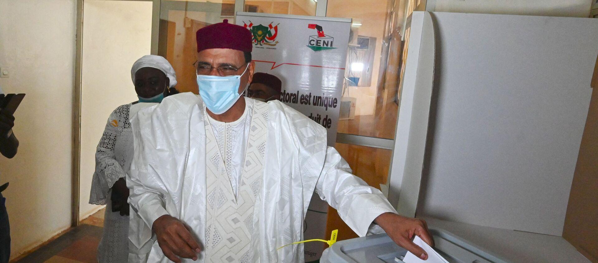 Le candidat à la présidentielle nigérienne Mohamed Bazoum en train de voter - Sputnik France, 1920, 09.02.2021