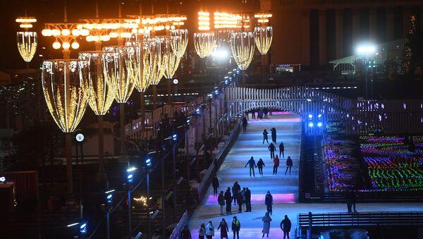 la plus grande patinoire de Moscou au Centre panrusse des expositions - Sputnik France