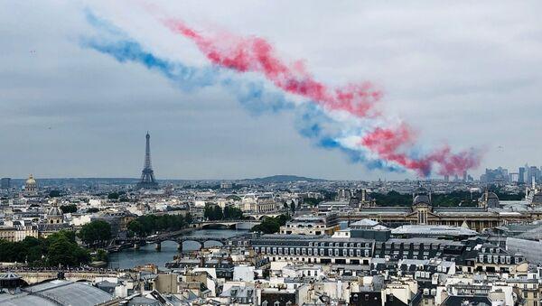 La patrouille de France a défilé dans le ciel de Paris, le 14 juillet. - Sputnik France