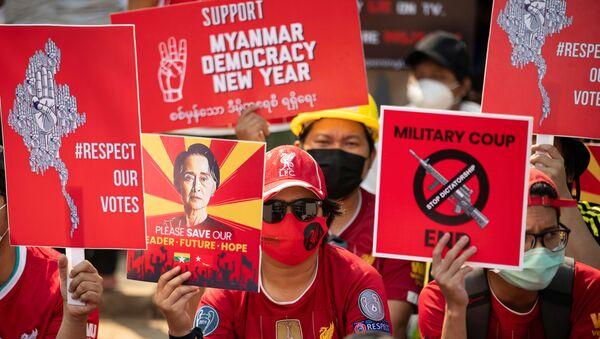 Manifestation en Birmanie, le 21 février 2021 - Sputnik France