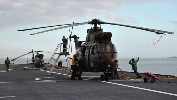 Un hélicoptère sur le porte-hélicoptère amphibie Tonnerre - Sputnik France