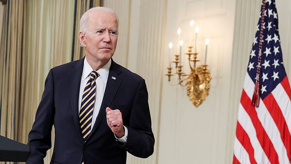 U.S. President Joe Biden listens to a question after delivering remarks and prior to signing an executive order, aimed at addressing a global semiconductor chip shortage, in the State Dining Room at the White House in Washington, U.S., February 24, 2021 - Sputnik France