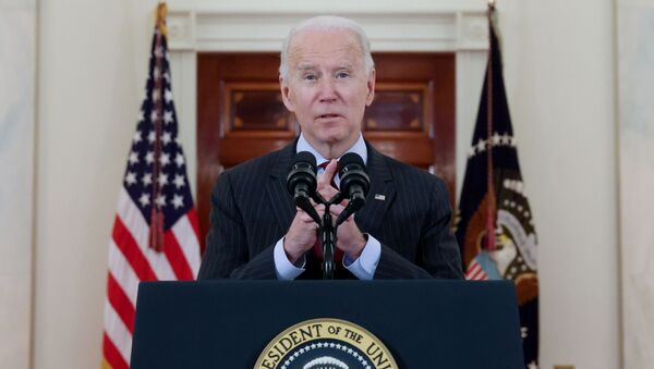 U.S. President Joe Biden delivers remarks in honor of the 500,000 U.S. deaths from the coronavirus disease (COVID-19), in the Cross Hall at the White House in Washington, U.S., February 22, 2021. - Sputnik France