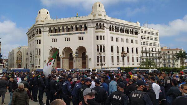 Important dispositif policier lors de la marche du vendredi 26 février à Alger.  - Sputnik France